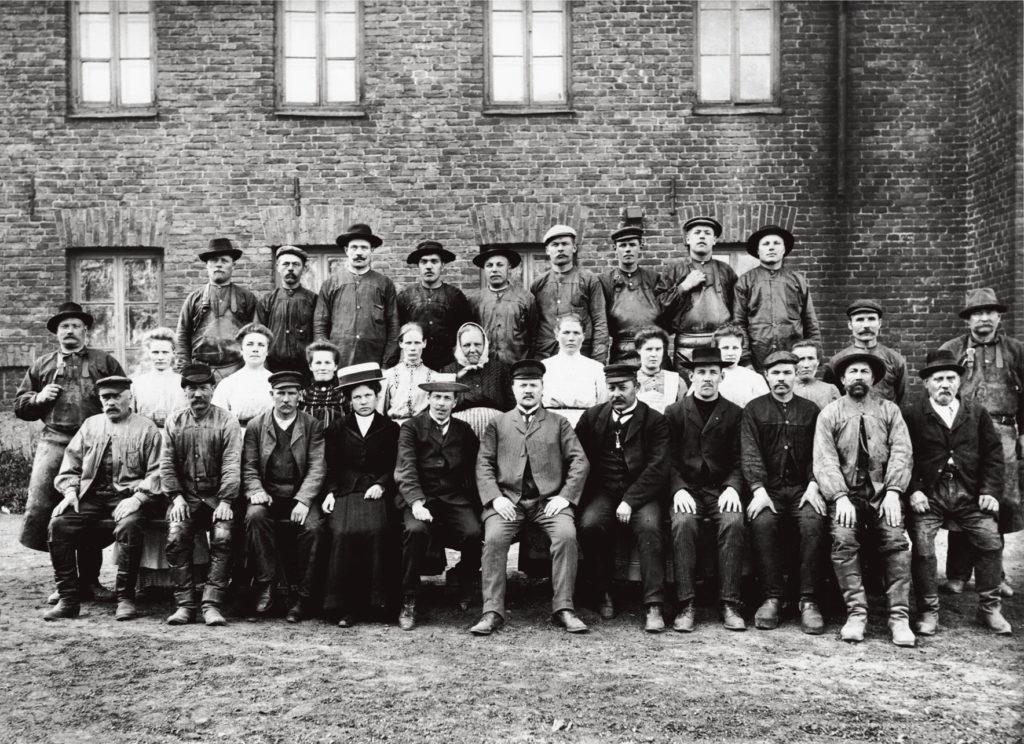 Hietalahden henkilökuntaa 1900-luvun alusta.